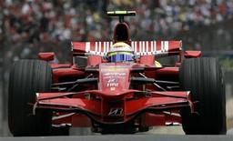 <p>Felipe Massa su Ferrari alle prove del Gp del Brasile, San Paolo, 1 novembre 2008. REUTERS/Bruno Domingos</p>