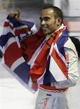 <p>O piloto Lewis Hamilton, da McLaren, comemora o campeonato da Fórmula 1 em São Paulo. 2 de novembro.REUTERS/Sergio Moraes</p>