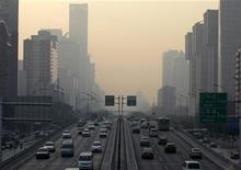 <p>Pechino, automobilisti disorientati dalle targhe alterne. REUTERS/Jason Lee</p>