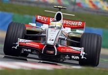 <p>L'italiano Giancarlo Fisichella gareggia con Force India. REUTERS/Jean-Paul Pelissier(FRANCE)</p>