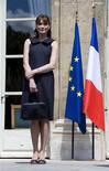 <p>A primeira-dama francesa, Carla Bruni REUTERS/Philippe Wojazer (FRANCE) (Newscom TagID: rtrphotosthree605558) [Photo via Newscom]</p>