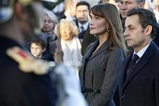 <p>France's President Nicolas Sarkozy (R) and his wife Carla Bruni-Sarkozy take part in the Armistice Day wreath-laying ceremony at the statue of former French prime minister George Clemenceau in Paris, November 11, 2008. REUTERS/Vincent Kessler</p>