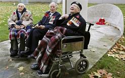 <p>First World War veterans Henry Allingham (L), Harry Patch (C) and Bill Stone pose for photographers before taking part in the 90th anniversary of Armistice Day in central London November 11, 2008. Three of the last surviving members of British forces who served in World War One laid wreaths in memory of their fallen colleagues in London on Tuesday to mark the 90th anniversary of Armistice Day. REUTERS/Alessia Pierdomenico</p>