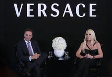 <p>CEO Giancarlo Di Risio (L) and Vice President and Creative Director of Versace Donatella Versace attend a news conference in Hong Kong October 19, 2006. REUTERS/Paul Yeung</p>