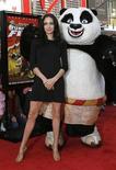 """<p>Angelina Jolie posa para foto com personagem de """"Kung Fu Panda"""" em Hollywood, no dia 9 de novembro. Com seis filhos para criar, a atriz Angelina Jolie, estrela de """"A Troca"""", disse à BBC que pretende afastar-se do cinema aos poucos para passar mais tempo cuidando de sua família, mas não chegou a afirmar que vai abandonar definitivamente sua profissão. REUTERS/Mario Anzuoni (UNITED STATES) (Newscom TagID: rtrphotosthree782432) [Photo via Newscom]</p>"""