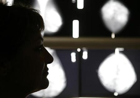 A breast cancer patient listens to her doctor after a radiological medical examination in an Athens hospital October 29, 2008. REUTERS/Yannis Behrakis