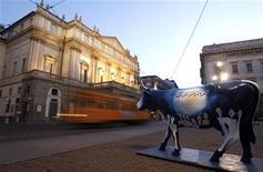 <p>Veduta esterna del teatro La Scala, a Milano. REUTERS/Stefano Rellandini</p>