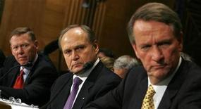 <p>El presidente ejecutivo de Ford, Alan Mulally (izquierda), el presidente de Chrysler, Robert Nardelli (centro), y el jefe de General Motors, Richard Wagoner (derecha) testifican ante una comisión del Congreso de Estados Unidos, Washington, 18 nov 2008. REUTERS/Kevin Lamarque (UNITED STATES)</p>