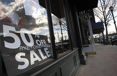 <p>A sale sign is displayed in the window of a clothing store along Greenwich Avenue in Greenwich, Connecticut, November 17, 2008. REUTERS/Mike Segar</p>