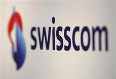 <p>Il logo Swisscom. REUTERS/Christian Hartmann (SWITZERLAND)</p>