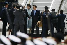 <p>South Korea's President Lee Myung-bak (C) and his wife Kim Yoon-ok arrive at the airport in Lima November 20, 2008. Myung-bak was in Peru to attend the Asia-Pacific Economic Cooperation (APEC) summit. REUTERS/Enrique Castro Mendivil</p>