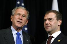 <p>U.S. President George W. Bush and Russia's President Dmitry Medvedev meet in Lima November 22, 2008. Both leaders are in the country for the Asia-Pacific Economic Cooperation (APEC) summit. REUTERS/Kevin Lamarque</p>