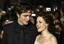 """<p>Cast members Robert Pattinson and Kristen Stewart attend the premiere of the movie """"Twilight"""" at the Mann Village and Bruin theatres in Westwood, California November 17, 2008. REUTERS/Mario Anzuoni</p>"""