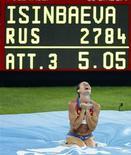 <p>Россиянка Исинбаева радуется после установления нового мирового рекорда в прыжках с шестом среди женщин на Олимпиаде - 2008 в Пекине , 18 августа 2008 года Олимпийские чемпионы ямайский спринтер Усэйн Болт и российская прыгунья с шестом Елена Исинбаева были признаны лучшими легкоатлетами планеты в 2008 году. REUTERS/Jerry Lampen (CHINA)</p>