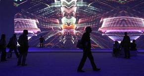 <p>Uno stand di Sony in un salone di elettronica a Berlino. REUTERS/Fabrizio Bensch</p>