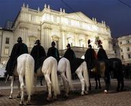<p>L'esterno della Scala di Milano. REUTERS/Alessandro Garofalo</p>