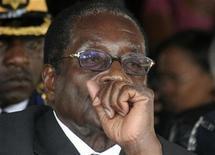 <p>Zimbabwe's President Robert Mugabe attends the funeral service of the late Zambian President Levy Mwanawasa in Lusaka, September 3, 2008. REUTERS/Mackson Wasamunu</p>