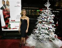 <p>Cast member Reese Witherspoon poses at the premiere of the movie Four Christmases at Grauman's Chinese theatre in Hollywood, California November 20, 2008. REUTERS/Mario Anzuoni</p>
