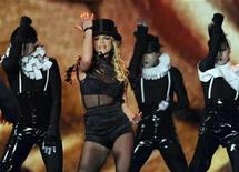 <p>Britney Spears performs during the 60th Bambi media awards ceremony in the southwestern German town of Offenburg November 27, 2008. REUTERS/Wolfgang Rattay</p>