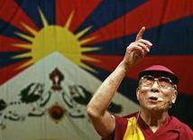 <p>Una immagine d'archivio del Dalai Lama. REUTERS/David W Cerny (CZECH REPUBLIC)</p>