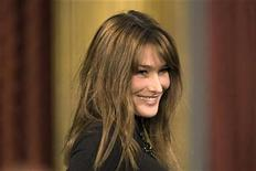 <p>France's First Lady Carla Bruni-Sarkozy attends a ceremony marking the 60th anniversary of the Declaration of Human Rights at the Elysee palace in Paris December 8, 2008. REUTERS/Charles Platiau</p>