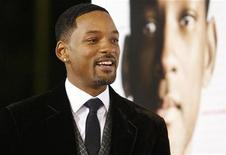"""<p>Will Smith attends the premiere of the movie """"Seven Pounds"""" at the Mann Village theatre in Westwood, California December 16, 2008. The movie opens in the U.S. on December 19. REUTERS/Mario Anzuoni</p>"""