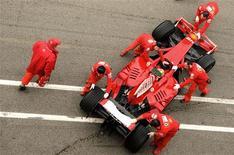 <p>O líder máximo da Fórmula 1, Bernie Ecclestone, reagiu às críticas do presidente da Ferrari, Luca di Montezemolo, detalhando quanto dinheiro a mais a equipe italiana recebeu no esporte em relação aos rivais. REUTERS/Alessandro Bianchi (ITALY) (Newscom TagID: rtrphotosthree796835) [Photo via Newscom]</p>