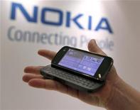 <p>Una presentazione del modello N97 di Nokia. REUTERS/Brendan McDermid</p>