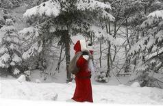 """<p>Le possibilità di un """"Bianco Natale"""" nelle parti temperate dell'emisfero settentrionale si sono attenuate nell'ultimo secolo a causa dei cambiamenti climatici e secondo i climatologi potrebbe verosimilmente continuare così per il 2100. REUTERS/Fabrizio Bensch</p>"""