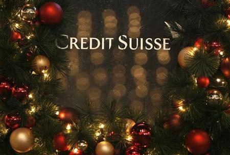 A Christmas decorated Credit Suisse logo is pictured at Paradeplatz in Zurich, December 8, 2008. REUTERS/Christian Hartmann