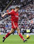 <p>Il giocatore del Liverpool Steven Gerrard. REUTERS/Nigel Roddis</p>