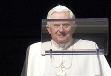 <p>Il Pontefice in una immagine di archivio alla preghiera dell'Angelus REUTERS/Tony Gentile</p>