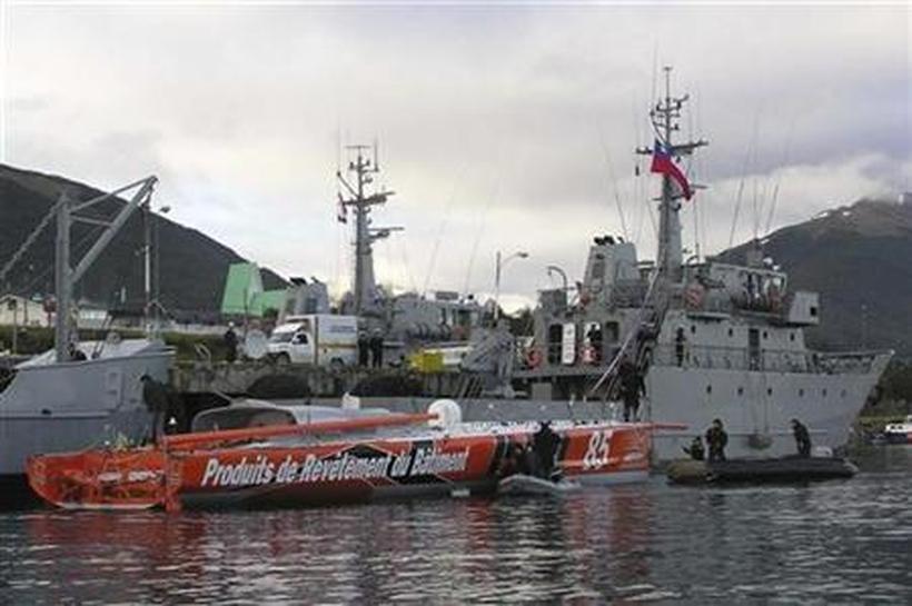El VM Matériaux en una base de la Armada Chilena tras ser remolcado..