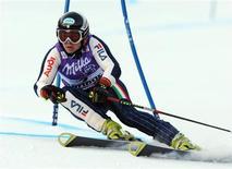 <p>Denise Karbon durante lo slalom gigante a Maribor. REUTERS/Srdjan Zivulovic</p>