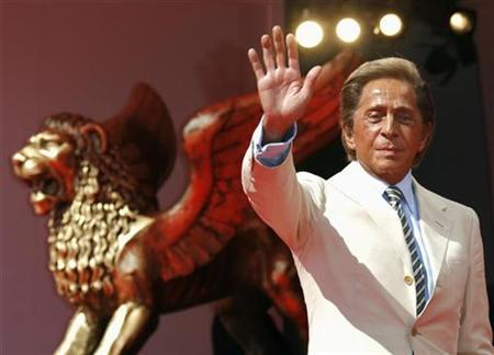 Italian fashion designer Valentino Garavani waves as he arrives for the premiere of the movie ''Valentino: The Last Emperor'' by U.S. director Matt Tyrnauer in Venice August 28, 2008. REUTERS/Denis Balibouse