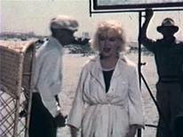 """<p>Marilyn Monroe sul set di """"A qualcuno piace caldo"""", in un'immagine scattata da un'ammiratore. REUTERS/Charles Leski Auctions/Handout</p>"""