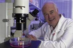 <p>Il professor Martin Evans, premiato con il Nobel per la Medicina nel 2007 per la ricerca sulle cellule staminali. REUTERS/Handout</p>