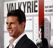 """<p>Foto de archivo del actor Tom Cruise durante el estreno de la cinta """"Valkyrie"""" en Los Angeles, EEUU, 18 dic 2008. Cruise, quien no pudo asesinar a Adolfo Hitler en su nueva película """"Valkyrie"""", dijo que creció deseando matar al líder nazi. REUTERS/Mario Anzuoni</p>"""