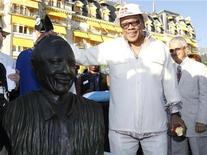 <p>U.S. music producer Quincy Jones poses with his bronze statue next to Montreux Jazz Festival founder Claude Nobs (R) during a ceremony at the 42nd Montreux Jazz Festival July 15, 2008. REUTERS/Denis Balibouse</p>