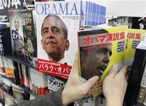 """<p>Il libro """"I discorsi di Barack Obama"""", per imparare l'inglese, ha già venduto più di 400.000 copie in due mesi in Giappone. REUTERS/Toru Hanai (JAPAN)</p>"""