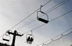 <p>Skiers ride the chair lift at Park City Resort during the Sundance Film Festival in Park City, Utah January 17, 2009. REUTERS/Lucas Jackson</p>