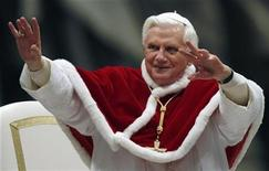 <p>Pope Benedict XVI waves as he leads an audience with Neocatechumenal Way faithful in Saint Peter's Basilica at the Vatican January 10, 2009. REUTERS/Alessia Pierdomenico</p>