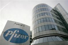 <p>La sede della multinazionale farmaceutica Pfizer a Bruxelles. L'azienda ha annunciato lunedì scorso il taglio di oltre 19mila posti di lavoro, il 15% di quelli attuali. REUTERS/Francois Lenoir (BELGIUM)</p>