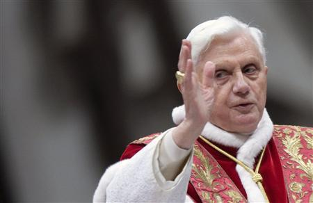 Pope Benedict XVI blesses the faithful as he leads a mass in St. Peter's Basilica at the Vatican February 2, 2009. REUTERS/Alessandro Bianchi