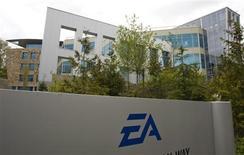 <p>Les résultats trimestriels d'Electronic Arts sont inférieurs aux attentes. Le numéro un mondial du jeu vidéo a décidé de reporter la sortie de plusieurs titres, en disant s'attendre à afficher une perte sur l'exercice fiscal 2009. /Photo d'archives/REUTERS/Andy Clark</p>