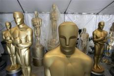 <p>Large Oscar statues stand in a tent as preparations continue for the 81st Academy Awards in Hollywood, California February 18, 2009. REUTERS/Danny Moloshok</p>