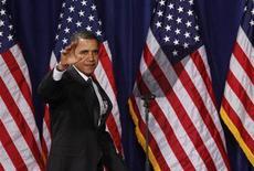 <p>Foto de archivo del presidente estadounidense, Barack Obama, durante una conferencia sobre la crisis hipotecaria en Arizona, EEUU, 18 feb 2009. Los ciudadanos afroamericanos de Estados Unidos criticaron el miércoles una caricatura del diario New York Post, afirmando que comparaba al presidente Barack Obama con un simio, una imagen potente en medio de la historia de racismo contra los negros en el país. REUTERS/Joshua Lott</p>