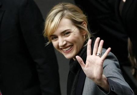 Actress Kate Winslet waves as she arrives to address a news conference to promote the movie 'The Reader' of the 59th Berlinale film festival in Berlin February 6, 2009. REUTERS/Fabrizio Bensch