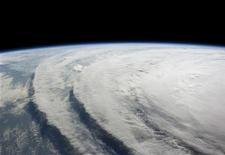 <p>Spazio, Nasa: fallita missione per lancio satellite sul clima. Nell'immagine di archivio la foto dell'uragano Ike. REUTERS/NASA/Handout</p>