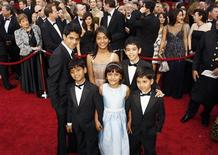 "<p>Young actors from ""Slumdog Millionaire"" (front row L-R) Azharuddin Mohammed Ismail, Rubina Ali, Ayush Manesh Khedekar, (back row L-R) Ashotosh Lobo Gajiwala, Tangi Ganesh Lonkar and Tanay Hermant Chheda arrive at the 81st Academy Awards in Hollywood, California February 22, 2009. REUTERS/Lucas Jackson</p>"